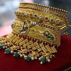 Aad Indian Jewelry Earrings, Indian Wedding Jewelry, Royal Jewelry, India Jewelry, Mens Gold Jewelry, Unique Jewelry, Gold Jewellery, Indian Jewellery Design, Jewelry Design