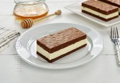 Kinder milk-slices (CC Eng Sub) Dessert Recipes, Desserts, Cake Designs, Beignets, Macarons, Tiramisu, Sweet Treats, Cheesecake, Food And Drink