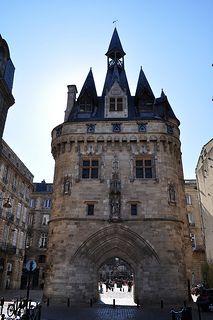 Porte Cailhau, Porte construite à la fin du XVe siècle pour célébrer la victoire de Charles VIII à Fornoue en 1495 contre l'armée de la Ligue de Venise commandée par François II de Mantoue après la conquête du royaume de Naples. Bordeaux. Aquitaine