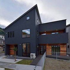 Modern Industrial Decor, Industrial Home Design, Industrial House, Minimalist House Design, Minimalist Home, Japanese Modern House, Black House Exterior, Building Information Modeling, Disney Home Decor