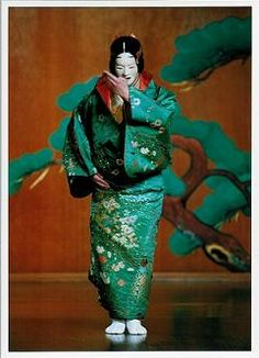 能 - Google 検索 Japanese Mask, Japanese Drama, Japanese Kimono, Japanese Culture, Noh Theatre, Japan Landscape, Japan Painting, Turning Japanese, Oriental Fashion