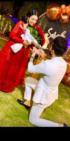 Mehendi Photography, Indian Wedding Couple Photography, Wedding Photography Poses, Photography Ideas, Couple Photoshoot Poses, Wedding Photoshoot, Pakistani Bridal, Pakistani Dresses, Future Wife