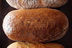 Nastal čas vážně promluvit si o chlebu. Co promluvit, definovat si český chleba! Jak už psal Cuketka, jedná se o pilíř naší kulinární identity, a v tak důležité věci neradno tápat.[[MORE]] Desítky...