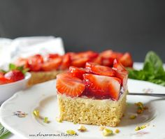 Az áfonya mámora: Epres piskótakocka Cheesecake, Food, Drinks, Sheet Cakes, Drinking, Beverages, Cheesecakes, Essen, Drink
