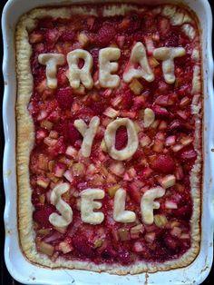 (Club Narwhal) TREAT YO SELF strawberry rhubarb slab pie