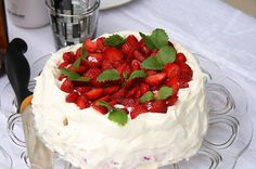 Strawberry cream cake 52 Delicious Swedish Meals You Need To Try Before You Die Swedish Cuisine, Swedish Dishes, Swedish Recipes, Swedish Foods, Norwegian Recipes, Salmon Potato, Potato Salad, Swedish Pancakes, Strawberry Cream Cakes