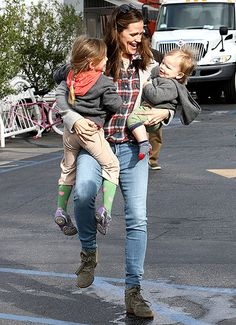 Jennifer Garner happily clutched kids Seraphina and Samuel at the Brentwood Country Mart in L.A. March 6.