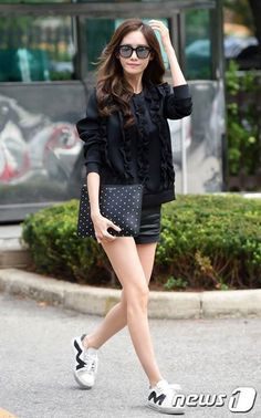 GIRLS GENERATION, the best source for photography, media, news and all things related to the girl group Girls' Generation. Snsd Fashion, Korean Fashion, Girl Fashion, Yoona Snsd, Korean Celebrities, Korean Actresses, Korean Outfits, Asian Style, Girls Generation