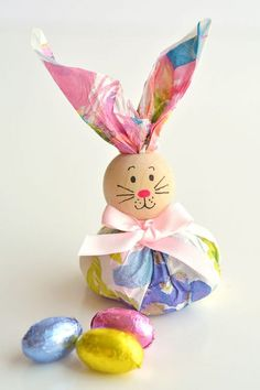 These paper napkin bunny favors are SO CUTE! With dollar store paper napkins and foil covered eggs you can … Crafts For Teens To Make, Crafts To Sell, Easy Crafts, Diy And Crafts, Paper Crafts, Cork Crafts, Kids Diy, Bunny Crafts, Easter Crafts For Kids