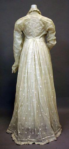 philadelphia museum of art dress 1810 | dress, 1810–20, American (back view) - in the Metropolitan Museum ...