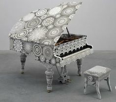 Crochet for piano decoration by Joana Vasconcelos, Portugal, reinvented interior decorating trend Crochet Music, Crochet Art, Crochet Patterns, Freeform Crochet, Thread Crochet, Filet Crochet, Crochet Crafts, Crochet Doilies, Crochet Flowers