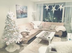 My White Christmas Livingroom. Natural colors and cozy fabrics make my winter a warm one! ❤️