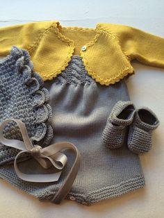 Y esta monería se va para Rafi Baby Knitting Patterns, Knitting For Kids, Baby Patterns, Baby Cardigan, Baby Pullover, Pull Bebe, Knitted Baby Clothes, Baby Knits, Baby Sweaters