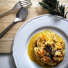 Dove c'è riso c'è @carmenarancino #repost #italianfood #zuccagialla  #risoitaliano  #italianrice #healthyfood #healthychoice #mangiaresano #vegetarian  #riso #arroz #rice  #yummy #delicious #senzaglutine  #singluten #glutenfree #glutenfrei  regram @liu23531 Pumpkin risotto~ #sundaylunch #sunnyday #pumpkin #risotto #rosmarin