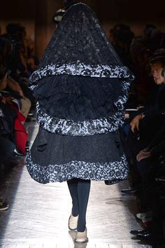 Comme des Garçons - Fall 2015 Ready-to-Wear - Look 17 of 18