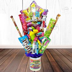 Birthday Candy, Birthday Diy, Birthday Presents, Happy Birthday, Creative Crafts, Diy And Crafts, Edible Arrangements, Candy Bouquet, Craft Show Ideas