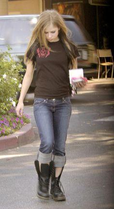★★★★★ Avril Lavigne 2004, Avril Lavigne Style, Avril Lavigne Photos, Avril Levigne, Real Country Girls, Under My Skin, Girls Hand, Metal Girl, Female Stars