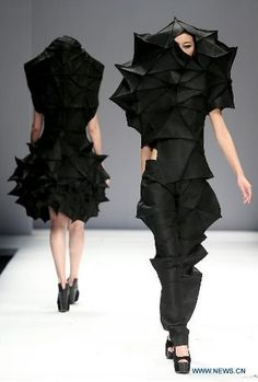 Origami Fashion - dramatic sculptural garments with complex folded structures; wearable art Origami Fashion - dramatic sculptural garments with complex folded structures; wearable art fashion show Origami Fashion, Paper Fashion, 3d Fashion, Weird Fashion, Fashion Week, Runway Fashion, Fashion Show, Fashion Design, Fashion Details