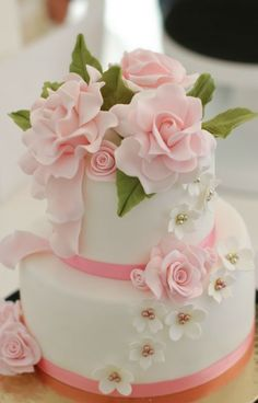 CaljavaOnline carries an assortment of edible cake decorating supplies for every occasion. Find Gum Paste Sugar Flowers, FondX Rolled Fondant Icing, Cake Toppers, cake boxes, and more. Beautiful Wedding Cakes, Gorgeous Cakes, Pretty Cakes, Cute Cakes, Amazing Cakes, Sweet Cakes, Fondant Cakes, Cupcake Cakes, 16 Cake
