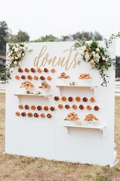 Every girl adores donuts. Can you imagine adding donuts into your wedding? Donuts are great wedding walls not only because they are delicious and good-looking, we also love it for its budget-saving and creative visual effect. Wedding Trends, Trendy Wedding, Perfect Wedding, Wedding Ideas, Rustic Wedding, Chic Wedding, Spring Wedding, Whimsical Wedding, Wedding Advice