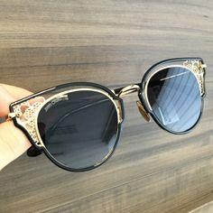 Details 🌸 Jimmy Choo Dhelia #oticaswanny Jimmy Choo Glasses, Jimmy Choo Men, Catwalk, Eyeglasses, Womens Fashion, Bags, Style, Cara Delevingne, Dance