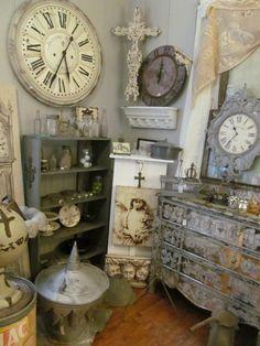 Lots of goodies - Living Vintage  Pandora's Box Antique Store   Frankston Texas