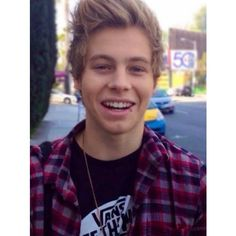 luke hemmings ❤ liked on Polyvore featuring 5sos, luke, luke hemmings, pictures and 5 seconds of summer