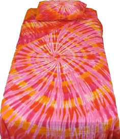 Find the high quality and pretty orange and pink spiral tie dye duvet cover. An terrific addition to any bed and it matches the orange and pink sheet set. Tie Dye Sheets, Chanel Room, Tie Dye Bedding, Tie Dye Party, Spiral Tie Dye, Pink Ties, Tye Dye, Duvet Covers, Sheet Sets