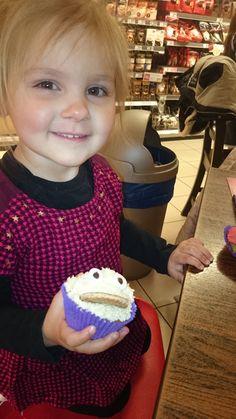 Bo met haar Koekiemonster cupcake!