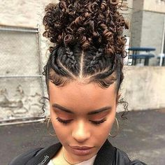 25 Protective Styles To Try If You're Transitioning To Natural Hair The best protective hairstyles for transitioning hair.<br> We rounded up the best protective hairstyles for transitioning to natural hair. Cute Natural Hairstyles, Natural Hair Braids, Natural Hair Tips, Box Braids Hairstyles, Quick Hairstyles, Braids For Curly Hair, Red Hairstyles, 3c Hair, Hair 24