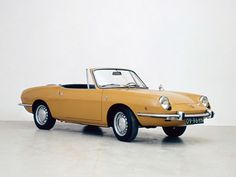 Gele sportauto cabriolet Fiat 850 Spider, Nederland, From the collection: Photographers De Spaarnestad. Date of creation: 1971 Swiss Cars, Convertible, Fiat 850, Fiat Spider, Good Looking Cars, Oldsmobile Cutlass, Steyr, Mellow Yellow, Old Cars