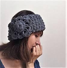 Cool Crochet Headband Free Pattern! - Crazy Cool Crochet Easy Crochet Headbands, Crochet Headband Pattern, Crochet Beanie, Crocheted Hats, Crochet Buttons, Crochet Lace, Free Crochet, Crochet Gifts, Irish Crochet
