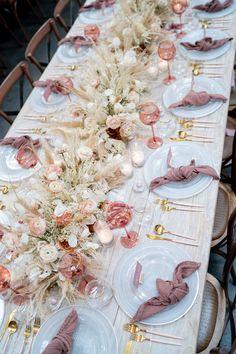 Grass Centerpiece, Flower Centerpieces, Wedding Centerpieces, Centrepieces, Boho Wedding, Floral Wedding, Wedding Flowers, Summer Wedding, Dried Flower Arrangements