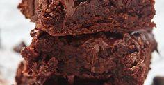 2 tabletes de manteiga - 1 xícara (chá) de açúcar - 4 ovos inteiros - 2 xícaras de (chá) chocolate em pó - 1 xícara (chá) farinha de trigo - 1 xícar (chá) de leite ninho líquido ( leite ninho com água ) - 3 xícaras de chocolate callebaut em gotas