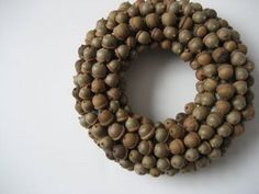 DIY Acorn wreath, makes me think of you @Mercedes! Of course, yours would be prettier, I bet!