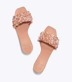 Visit Tory Burch to shop for Logan Slide and more Womens Parties & Events. Find designer shoes, handbags, clothing & more of this season's latest styles from designer Tory Burch. Tory Burch, Shoe Boots, Shoes Sandals, Kinds Of Shoes, Hot Shoes, Shoe Brands, Girls Shoes, Wedding Shoes, Designer Shoes