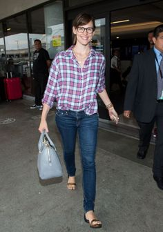 30c82977383 We are loving everything about Jennifer Garner s no-fuss airport style.  You  Jen