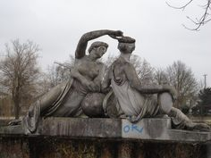 This is a sculture named 'Nymphengruppe' (Group of Nymphs) which is located at the Anlagensee in Tübingen, Germany, Baden-Württemberg.