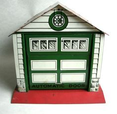 Vintage-1950s-Tin-Toy-Garage-by-Courtland-WORKS-A-Walt-Reach-Toy