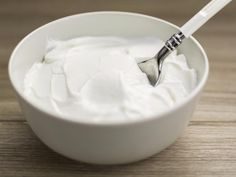 In this article we will try to calculate most popular greek yogurt weights that are used in recipes. We will give you answers on how many grams of greek yogurt are in different types of cups and how t Snacks Before Bed, Eating Before Bed, Protein Rich Foods, High Protein Snacks, Best Breakfast Recipes, Healthy Dinner Recipes, Healthy Desserts, Healthy Foods, Cooking Recipes