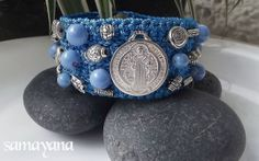 Diy Denim Bracelets, Cuff Bracelets, Accesorios Casual, Crochet Bracelet, Fabric Beads, Beaded Embroidery, Couture, Beaded Jewelry, Diy And Crafts