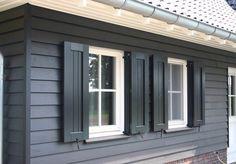 Landelijke woning met potdeksel en raamluiken