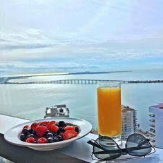 Good Morning!!  #petitlux #breakfast #view #miami #fourseasons #fourseasonshotel #hotel #travel #intatravel #luxurytravel #keybiscayne #bluesky #billionaresclub #photo #photography #travelphotography #dior by mapetitlux