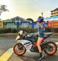 Moto Bike, Motorcycle, Ktm Rc 200, Lovers Photos, Ktm Duke, Trucks And Girls, Super Bikes, Bike Life, Motogp