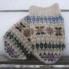The mittens are inspired by the Fair Isle scarf worn by Hermione in the Harry Potter and the Half Blood Prince movie. They match my version of Hermione's Scarf.