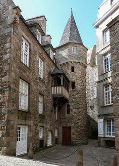 Saint-Malo, cour de la Houssaye | Maison de la Duchesse Anne MA  COUSINE  DE NANTES