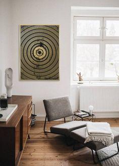 Veľký obraz Goldcircles. Obraz je zaujímavý svojim prevedením a zobrazením. Základ je maliarské bavlnené plátno na drevenom ráme v rozmere až 142x102cm. Tento obraz je vyhotovený vo farebnom prevedení so zlatavým okrajom. Môžete ho jednoducho zavesiť na stenu na výšku ale aj na šírku ako sa vám bude vzor páčiť.  Rozmery obrazu: 142 cm x 102 cm x 4,5 cm Materiál: rám z masívneho dreva, bavlnené plátno Animal Print Rug, Rugs, Animals, Home Decor, Farmhouse Rugs, Animales, Decoration Home, Animaux, Room Decor