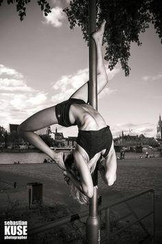 Pole Dance Street - Scorpio