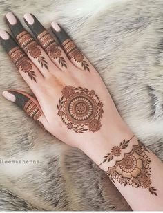 In general, the design of the henna tattoo hand is more complicated, but the look is very nice. With the nail polish that matches the skin color, you can add a lot of personal stunning henna tattoo hand design is becoming a trendMicalanne J Tattoo Design For Hand, Henna Tattoo Designs Simple, Finger Henna Designs, Simple Arabic Mehndi Designs, Full Hand Mehndi Designs, Mehndi Designs For Girls, Mehndi Designs For Fingers, Mandala Tattoo Design, Mehndi Designs For Beginners