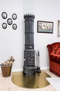 Braskamin How To Antique Wood, Vintage Wood, Wood Stove Heater, Swedish Interiors, Stove Fireplace, Useful Life Hacks, Scandinavian, Sweet Home, Bedroom Decor